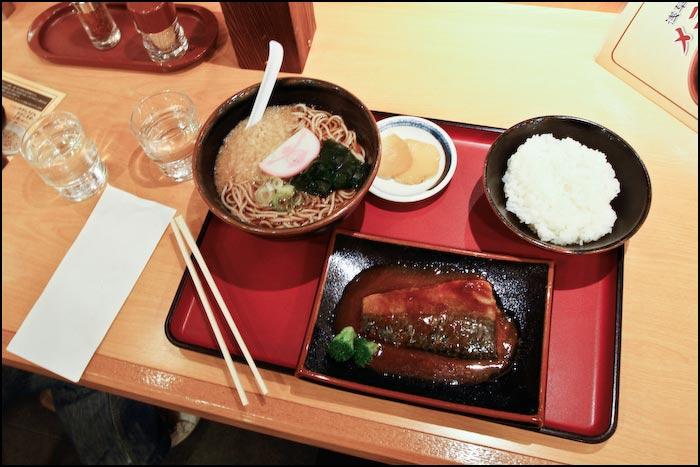 Tokijas ielas- gardains ēdiens