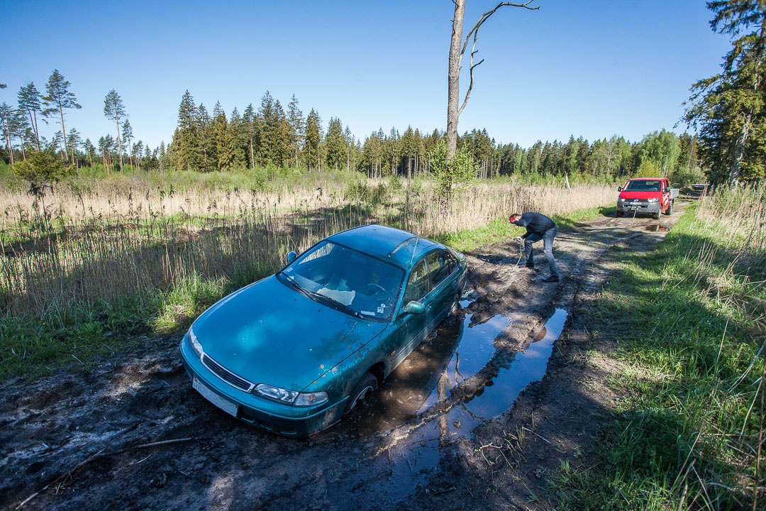 Auto izvilkšana bezceļa apstākļos