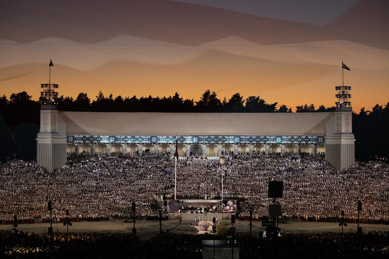 """Dziesmu Svētku noslēguma koncerts """"Zvaigžņu ceļā"""" 2018"""